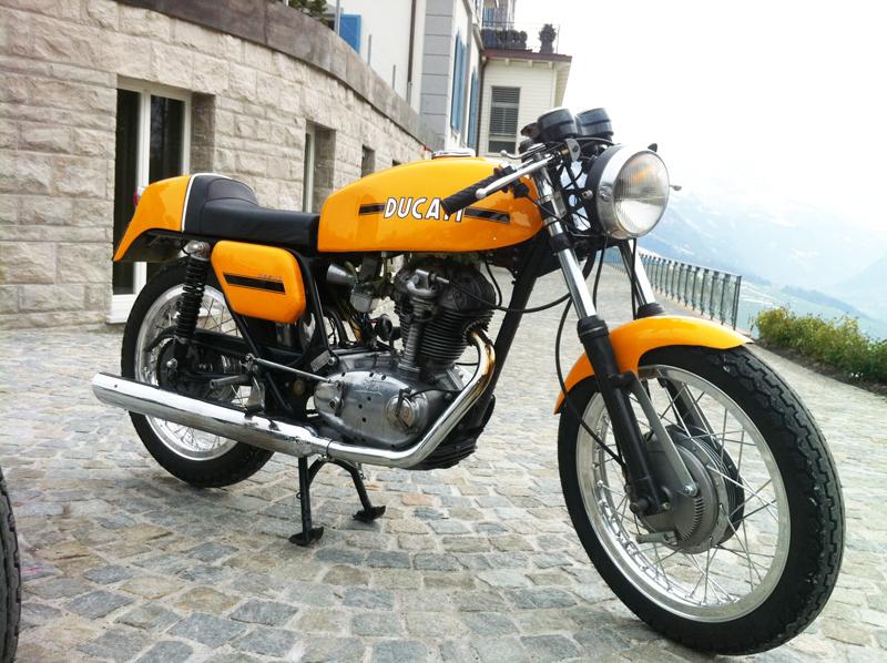 Ducati 250 Desmo rechts