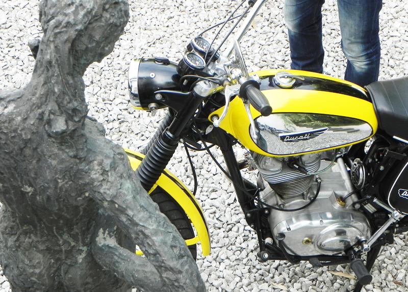 Ducati Scrambler oben
